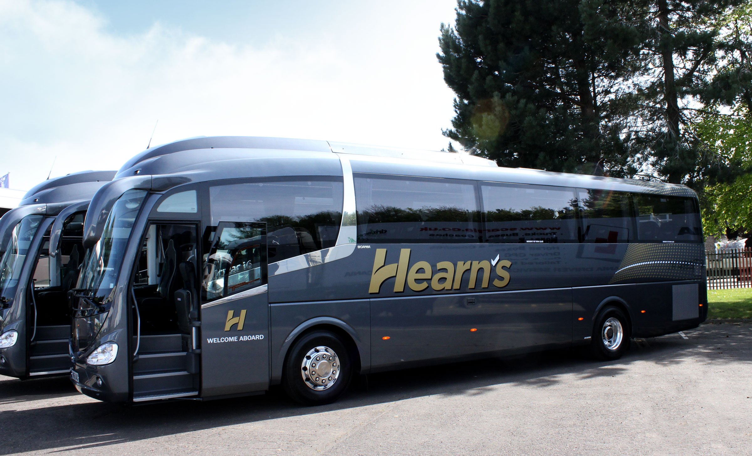 Hearns Coaches vehicle livery on coach